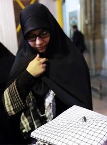 هدیه رهبر به همسر شهید حججی